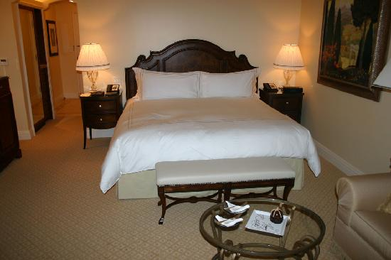 Montage Beverly Hills: The Bed in Deluxe Room