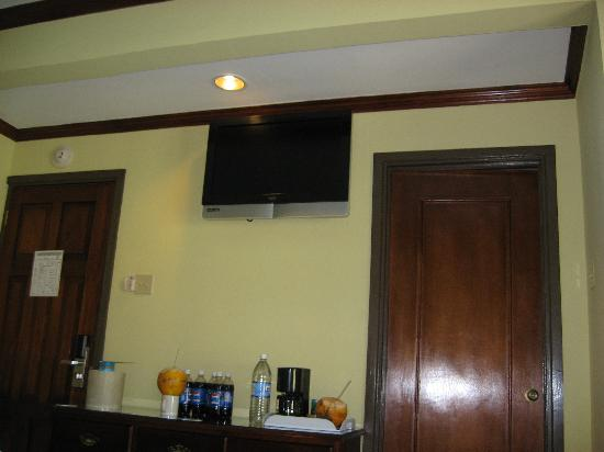 SuperClubs Rooms on the Beach Negril: 2605 TV placement