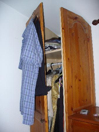 Fox Park Farm Cottages: yes that was the wardrobe