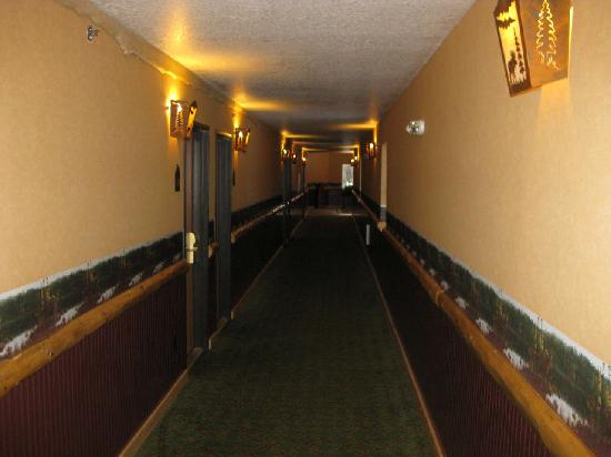 Crooked River Lodge: Hallway