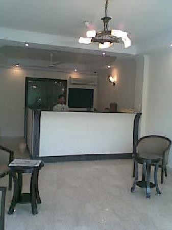 Hotel Vasundra: Cleaning of Lobby