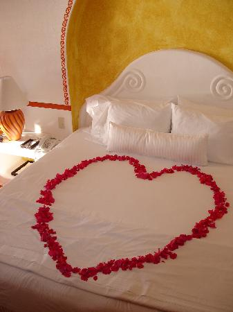 Costa Careyes: Fresh Flowers and Fruit Await Your Arrival - Room #22