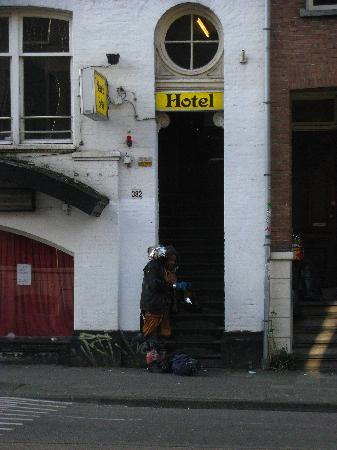 Marnix Hotel: outside the hotel