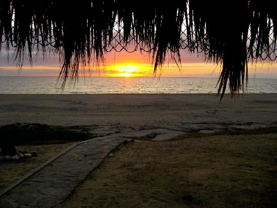 Osprey San Pedrito: pretty sunset from the big palapa