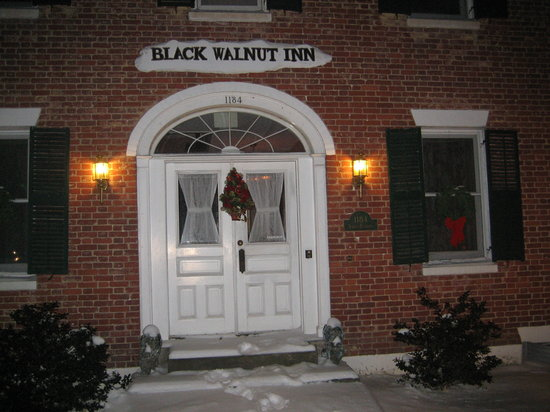 Black Walnut Inn: Front Entrance