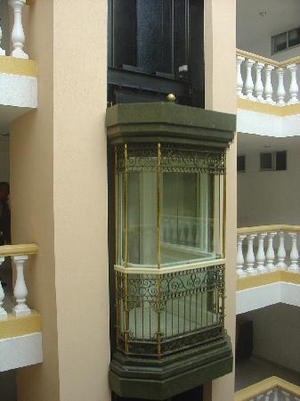 Hotel Baluarte: Ascenseur intérieur