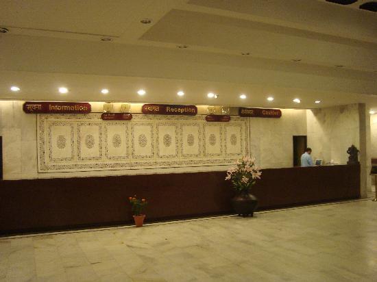 Hotel Samrat: lobby
