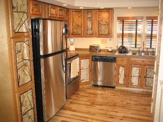 Pine Lodge Condominiums : Kitchen
