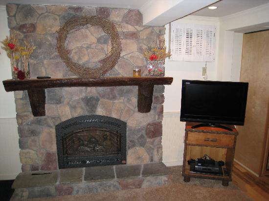 Pine Lodge Condominiums : Fireplace