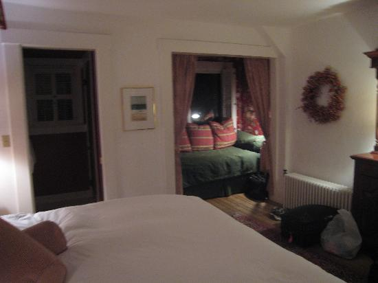 Sea View Inn: View of room with private bath (3/3)