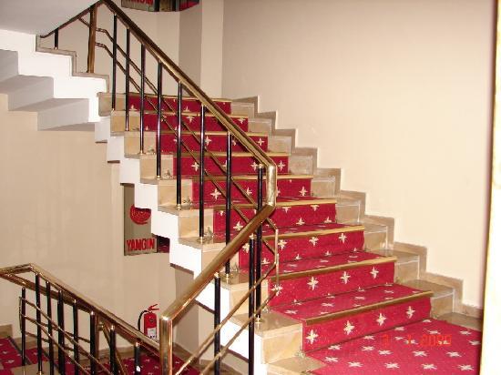 Prestige Hotel: Staircase
