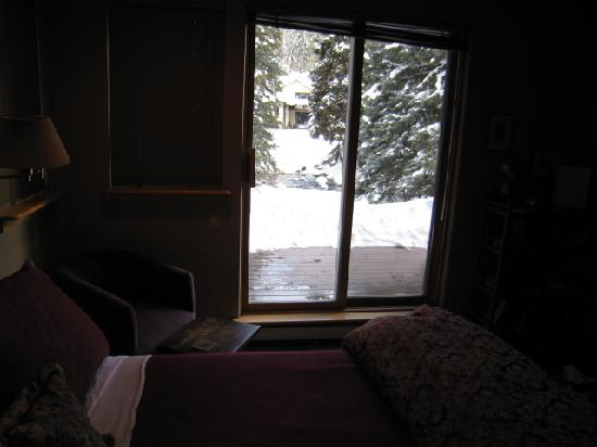 Alpine Creek Bed and Breakfast: Looking out patio door
