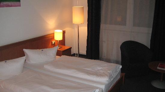 Novum Hotel Aldea Berlin Zentrum: Our twin bed
