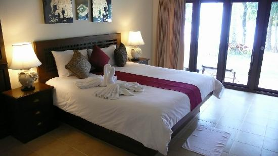 Anda Lanta Resort: Beachfront Bungalow A