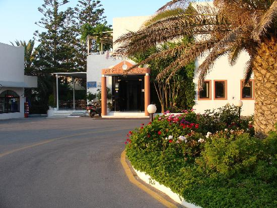 Adele Beach Hotel Bungalows: Entrance