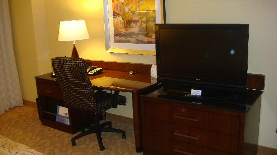 Raleigh Marriott City Center: HD TV + Desk