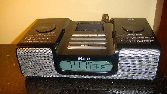 Raleigh Marriott City Center: iPod Alarm clock (plays iPods and even charges them)