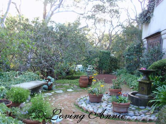 Old Monterey Inn: back garden