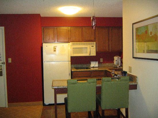 Residence Inn Pleasanton: kitchen area