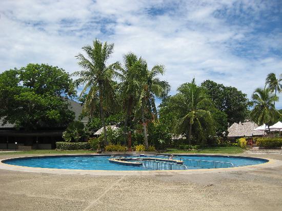 Mana Island Resort: Poolside