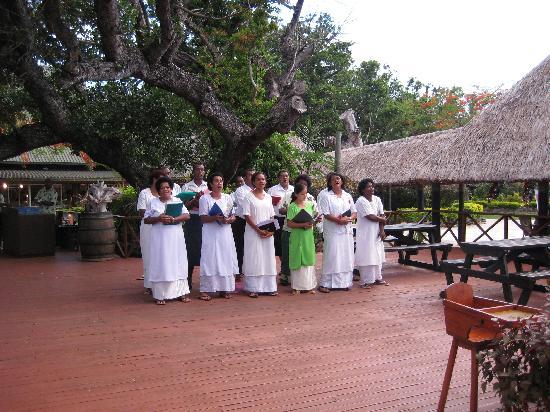 Mana Island Resort: Local singers