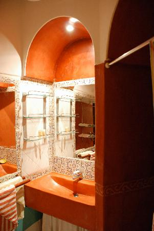 Riad Safa: bathroom