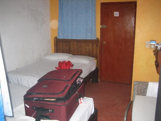 Hostel El Palomar: Room 3 -- looks nothing like the room on hostelbookers