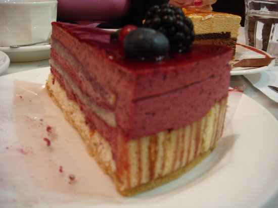 Chocolaterie Pompadour: raspberry cake - incredible!