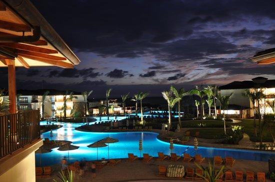 JW Marriott Guanacaste Resort & Spa: Swimming pool- at dusk