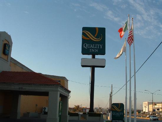 Quality Inn Piedras Negras: Front Entrance
