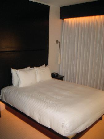 O Hotel: Bed - Small, but super comfy!