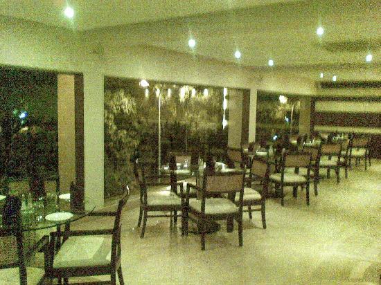 Hotel Aroma Executive: Fantastic restaurant on first floor