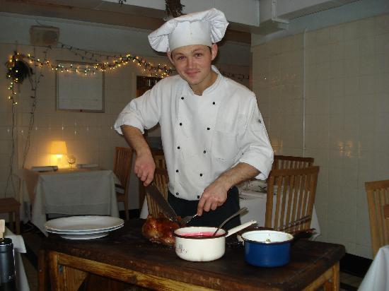 Restauracja U Kucharzy: The chef Serving the duck