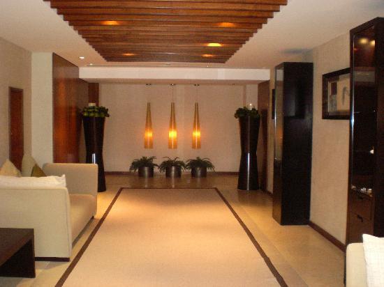 Grosvenor House Dubai: Corridor from the spa area