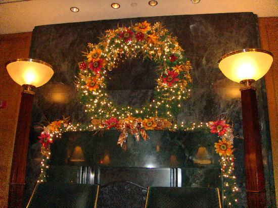 Le lobby - décoration de noel - Picture of Sofitel New York, New ...
