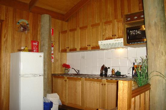 Springbrook Lyrebird Retreat: Very well equipped kitchen