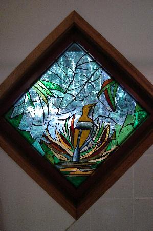 Springbrook Lyrebird Retreat: Stained glass window  in bathroom