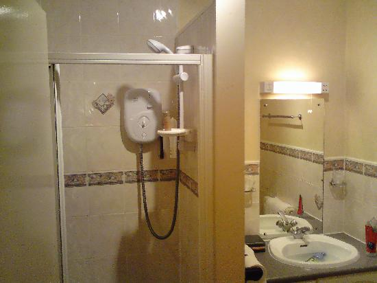 The Eagle Hotel: Bathroom.