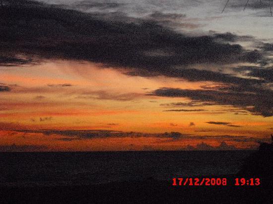 Mangrove Beach Cabanas & Chalets: ein furchtbarer Sonnenuntergang
