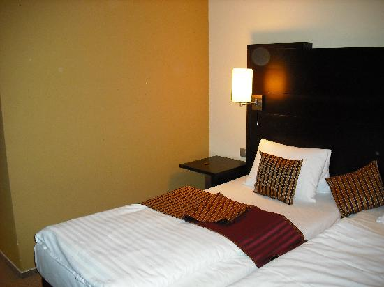 Parkhotel Plzen: Twin bed in double room