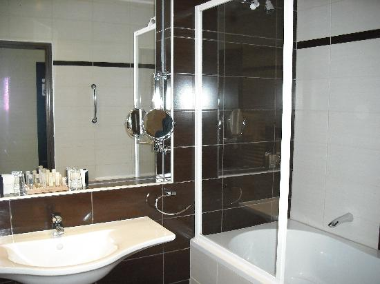 Parkhotel Plzen: Bathroom