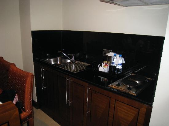 J5 Rimal: kitchen area