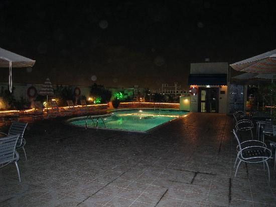 J5 Rimal: Pool