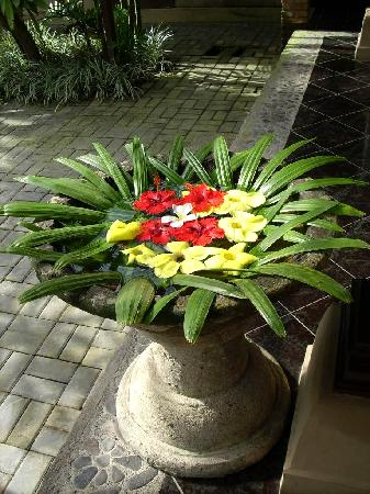 Saren Indah Hotel: Floral touches everywhere