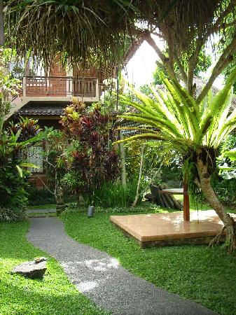 Saren Indah Hotel : The gardens