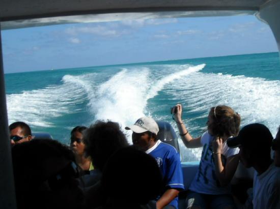 Maxhapan Cabanas: Taxi ride to Caye Caulker