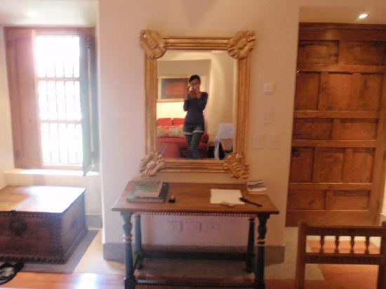 Inkaterra La Casona Relais & Chateaux: standing in front of a mirror