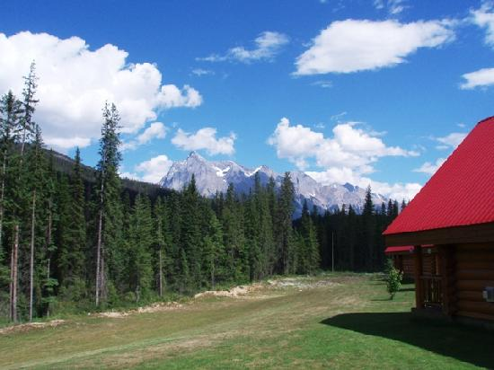 Kicking Horse River Chalets: A view from our chalet looking towards Chancellor Peak - breathtaking!