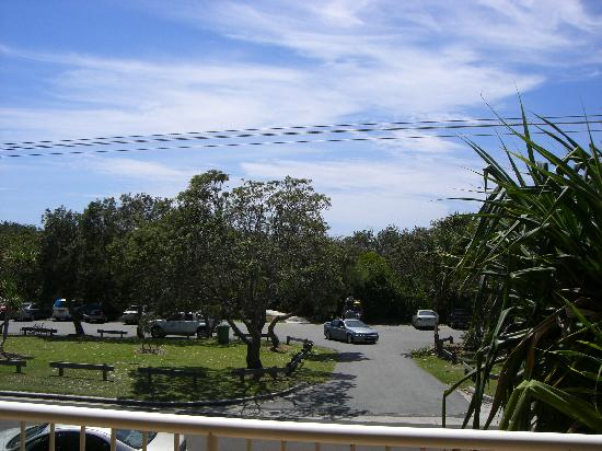 Horizons at Peregian: veiw from room, right past the parklot is the beach