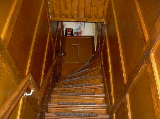 Hostel Cosmos Amsterdam: The stairs!!!!